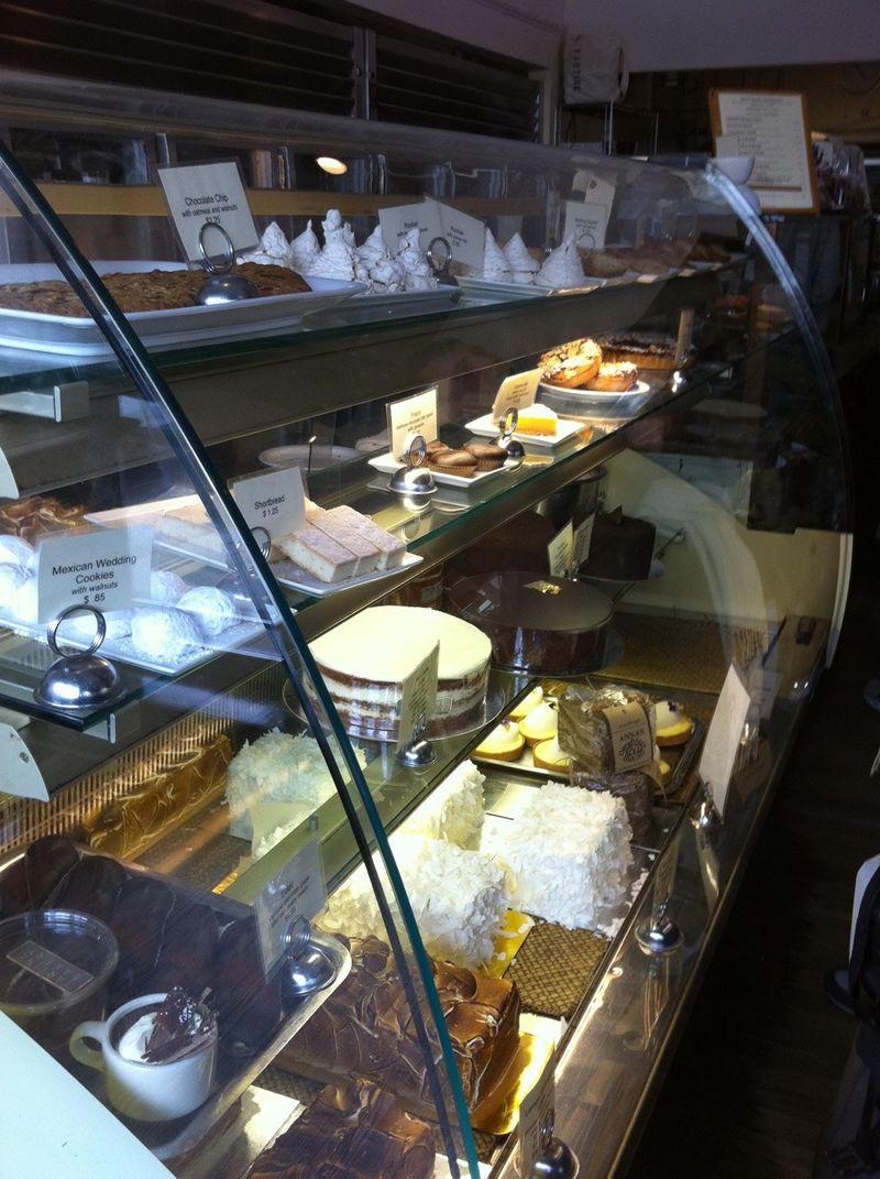 Tartine_bakery_case